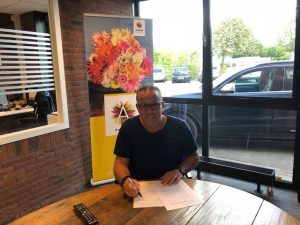 Seth Karstens tekent contract Gerbera United